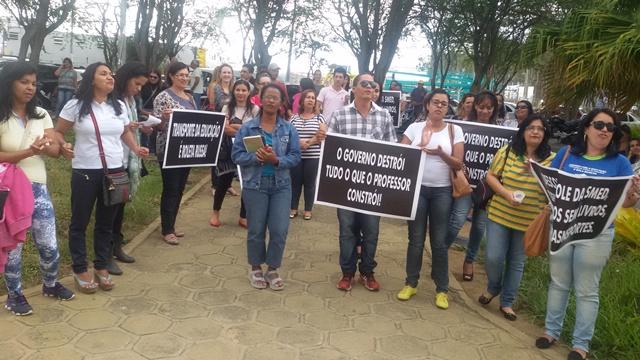 Professores fazem manifestação na SMED